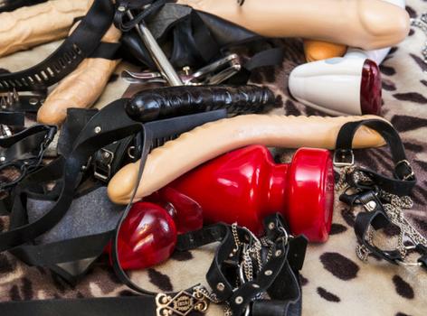 Последствия фистинга для здоровья, мастурбирует член ножками порно онлайн